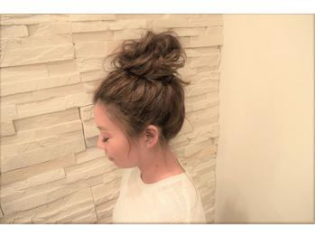 ウレアのヘアセット(お団子ヘア)の写真
