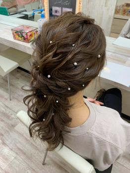 売れsのヘアセット(ローポニーテール)の写真